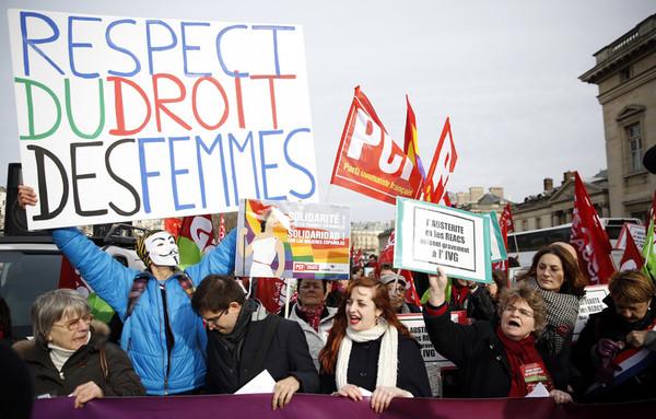 Французские парламентарии предлагают сажать за антипропаганду абортов