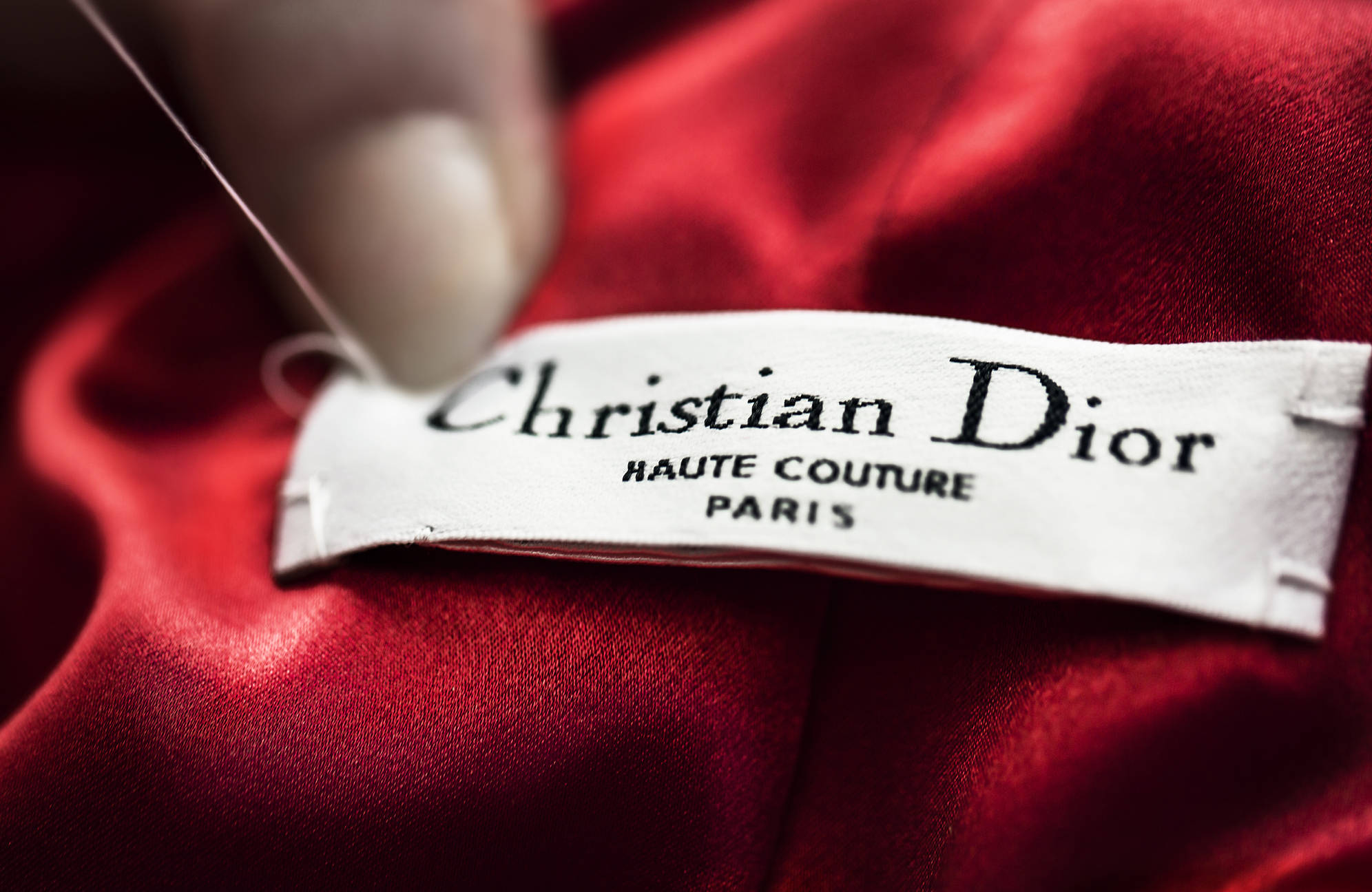 Вышел сериал об истории модного дома Dior