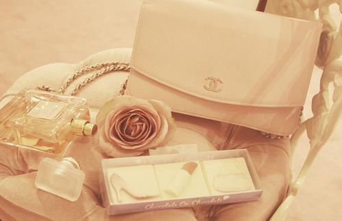 В честь Габриэль Шанель создадут аромат и сумку