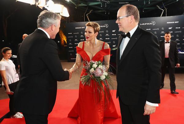 День всех влюбленных Князь Альбер II и княгиня Шарлен провели на гала-вечере