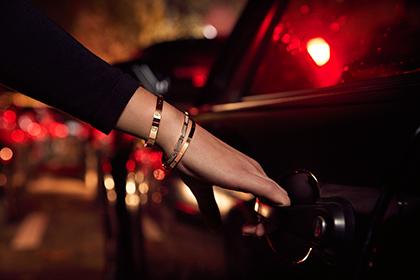 Cartier представил новые браслеты и кольце серии LOVE