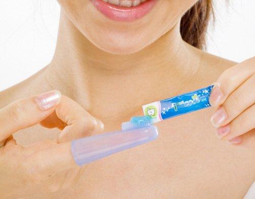 Для чего нужна пальчиковая зубная щетка и как ею пользоваться