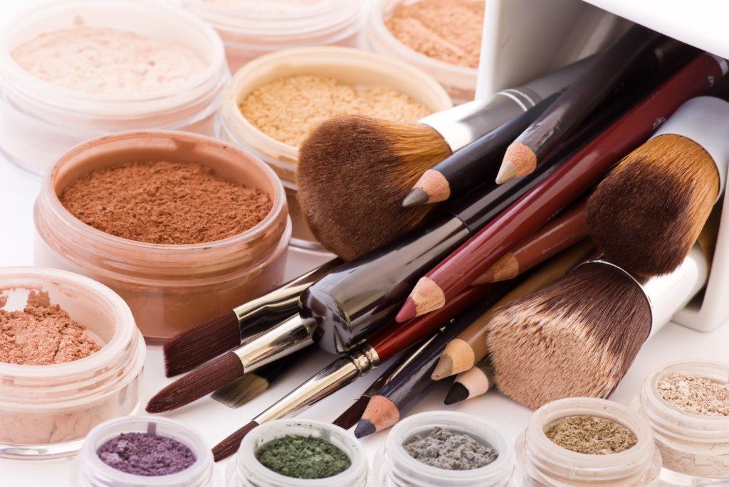 Достоинства минеральной основы или пудры для макияжа